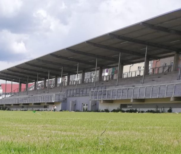"""A răsărit iarba pe stadionul din Lipova și odată cu ea și speranța că """"șoimii"""" se vor întoarce acasă începând cu noul sezon! + FOTO"""
