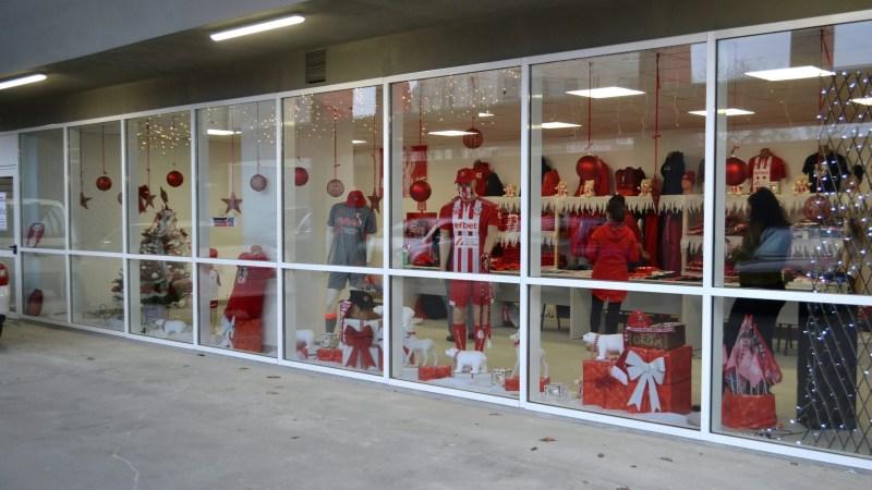 """Fan Shopul UTA-ei s-a deschis acasă: """"Noțiunea de apartenență, la stadion"""""""