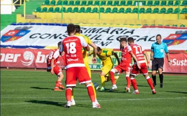 Ilfoveanul Coza o fluieră pe UTA în…Ilfov! Arădenii au câștigat singurul meci din play-offul Ligii a 2-a cu arbitrul de 41 de ani la centru