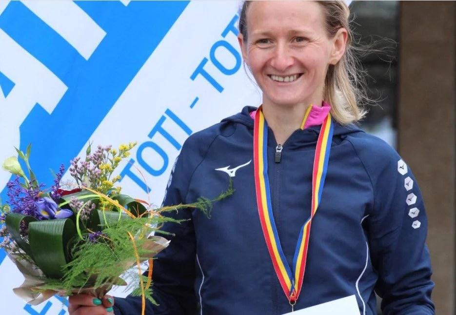 """""""Studenta"""" Liliana Maria Dragomir e vicecampioană națională de atletism, în proba de 10 mii de metri"""
