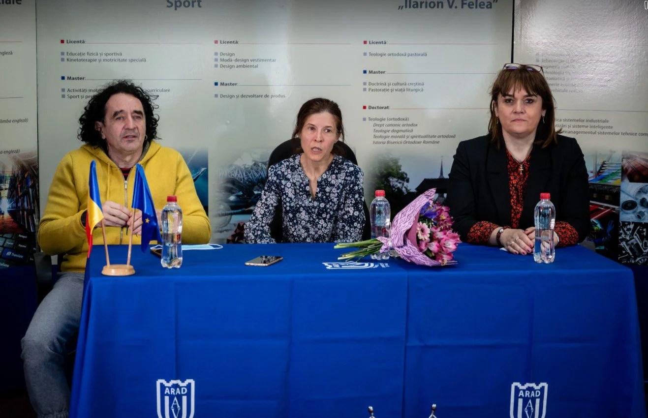 """""""Studenta"""" Mara Guler e """"regina"""" ultramaratonului din România: """"O astfel de cursă nu o poţi câştiga fără multă muncă, ambiţie şi suport tehnic"""""""