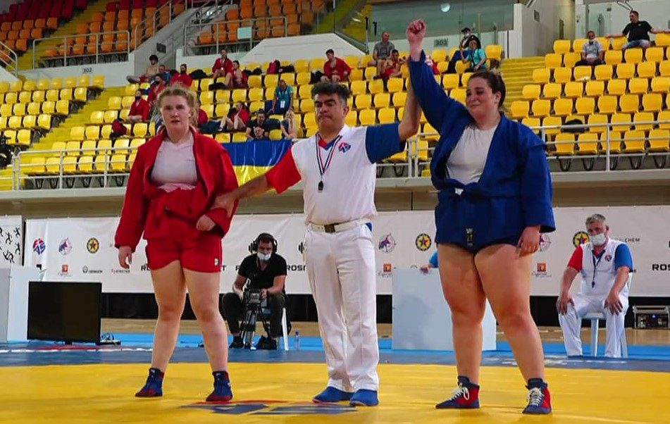 """Bianca Prodan – aur și argint la """"europenele"""" de sambo! Una dintre medalii a fost obținută chiar de ziua ei"""