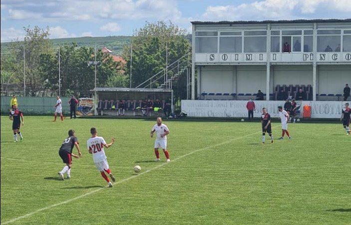 """Locul 4 se îmbracă în """"roșu-negru"""", elevii lui Ciba – consumați de meciul sezonului: Unirea Sântana – Victoria Felnac  3-0"""
