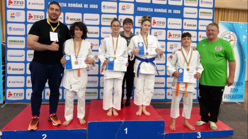 Salbă de medalii pentru judoka arădeni la naționalele de la Poiana Brașov! Carolina Szabo și Daria Tudorache – pe prima treaptă a podiumului!