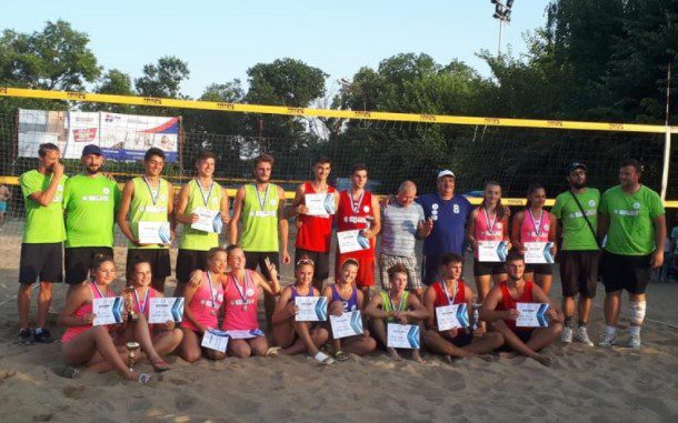 Fan Tour Open la beach-volley şi-a desemnat câştigătorii, de astăzi începe, tot la Arad, Cupa României