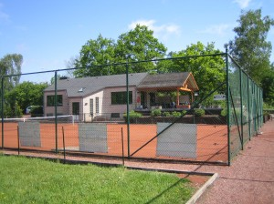 P4023885 Tennisplatz +++