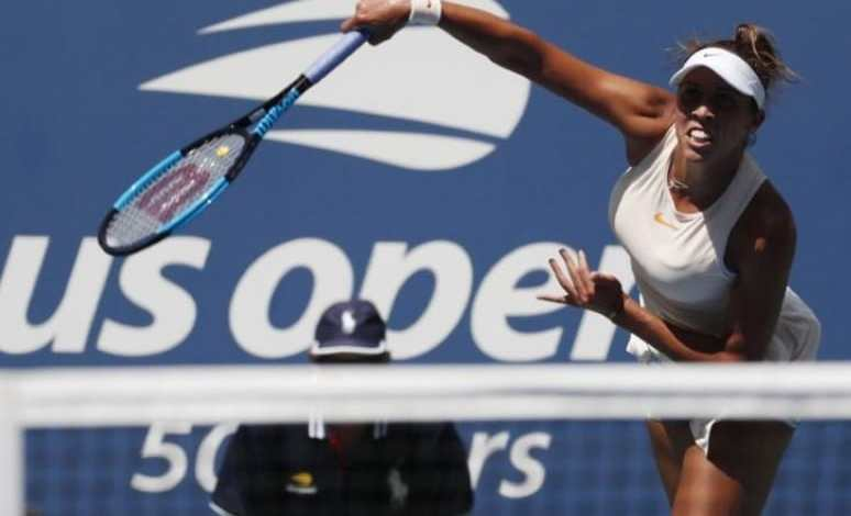 Spain's Suarez Navarro defeats Sharapova in the US Open