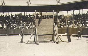 Ducon (р. 1909 г., RSH 3934) преодолевает вертикальную стенку