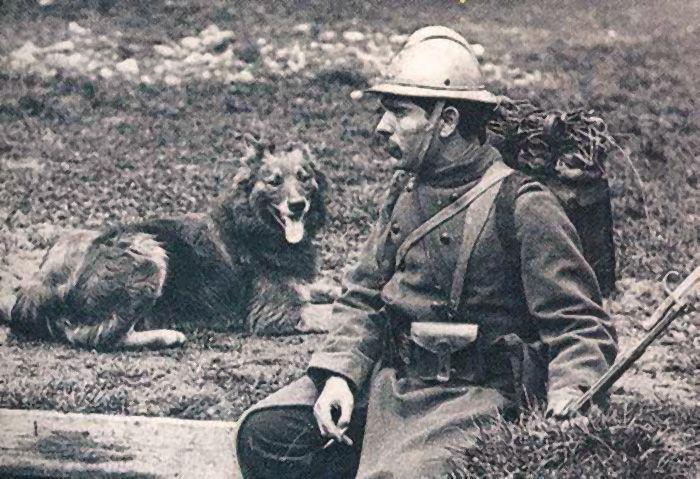 Французский солдат I мировой войны со своей овчаркой