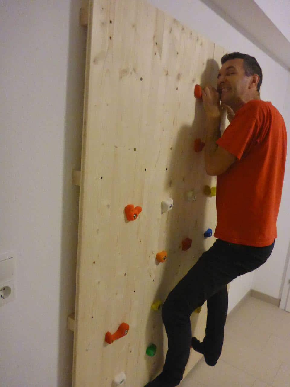 Kletterwand für den Nachwuchs – Heimwerkerprojekt für verregnete Tage