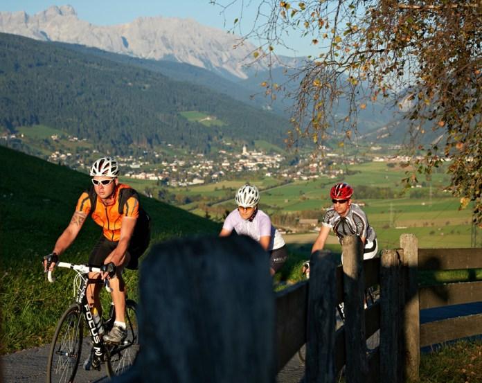 Renradgruppe bei leichtem Anstieg in der Region Flachau