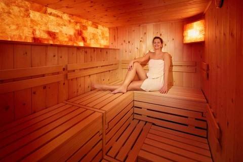 Hotel_Sommer_Sauna-Frau