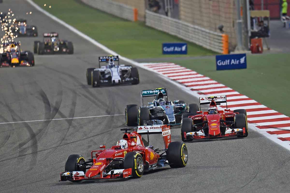 GP-Bahrain2015-Ferrari-überholen-Mercedes-am-Start