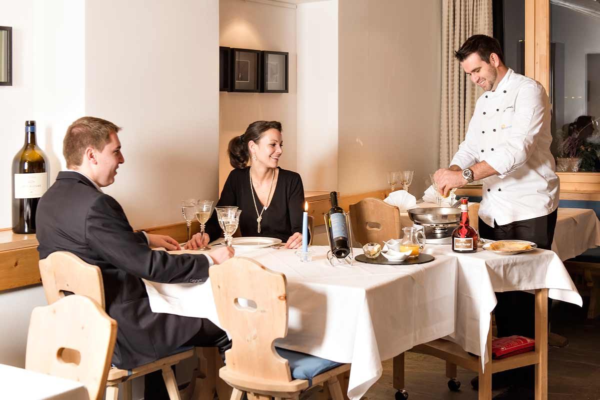 Morteratsch Restaurant, Chef bedient