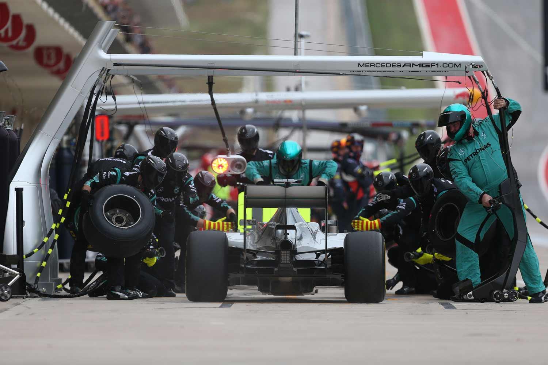 F1-GP-USA2015_Mercedes-Pitstop