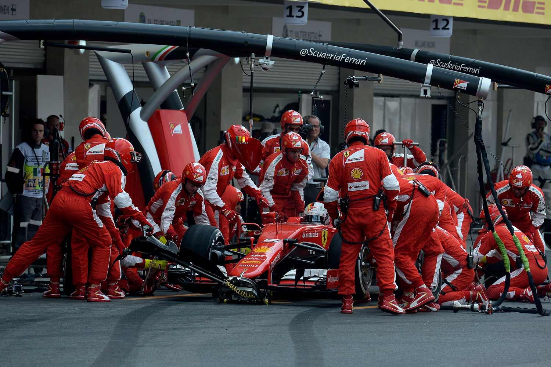F1-Mexiko-Ferrari-Box