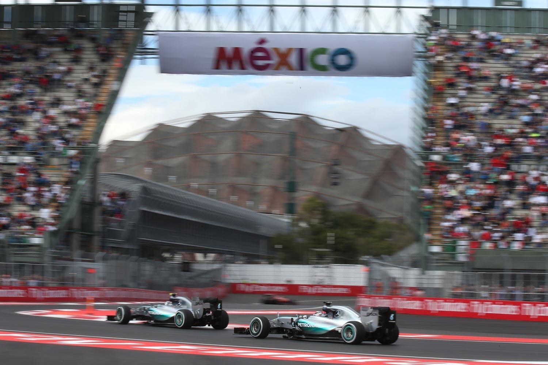 F1-Mexiko-Mercedes-on-track