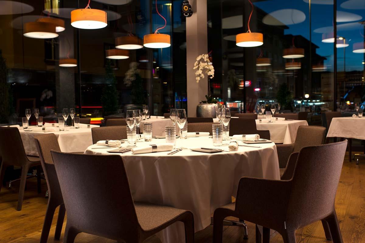 Restaurant Glow, Davos, gedeckte Tische