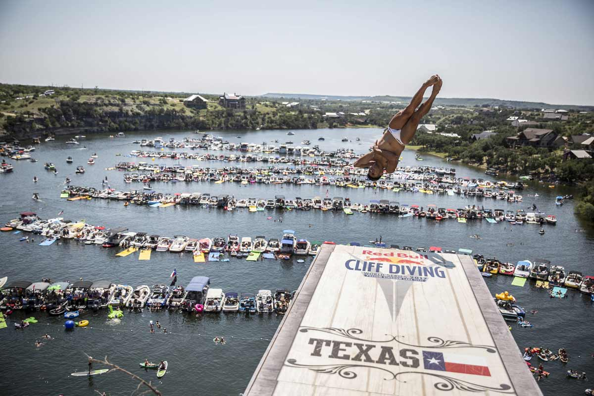 Red-Bull-Cliff-Diving-AP-1T4CD14BW2111_news