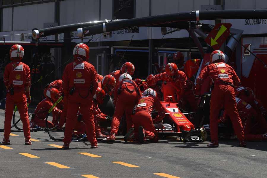 F1-GP-Monaco-Ferrari-Box