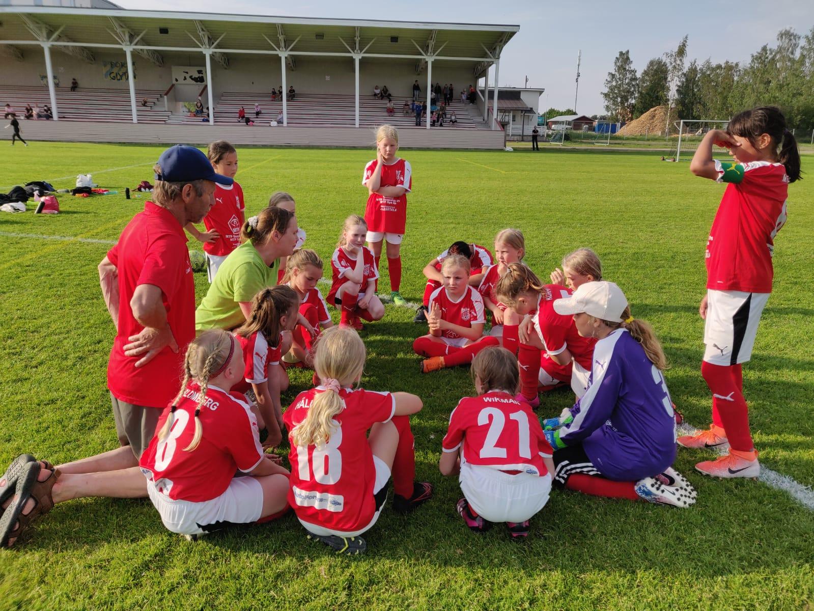 Läs mer om artikeln Tuffa matcher för Sporting F10 i Närpes