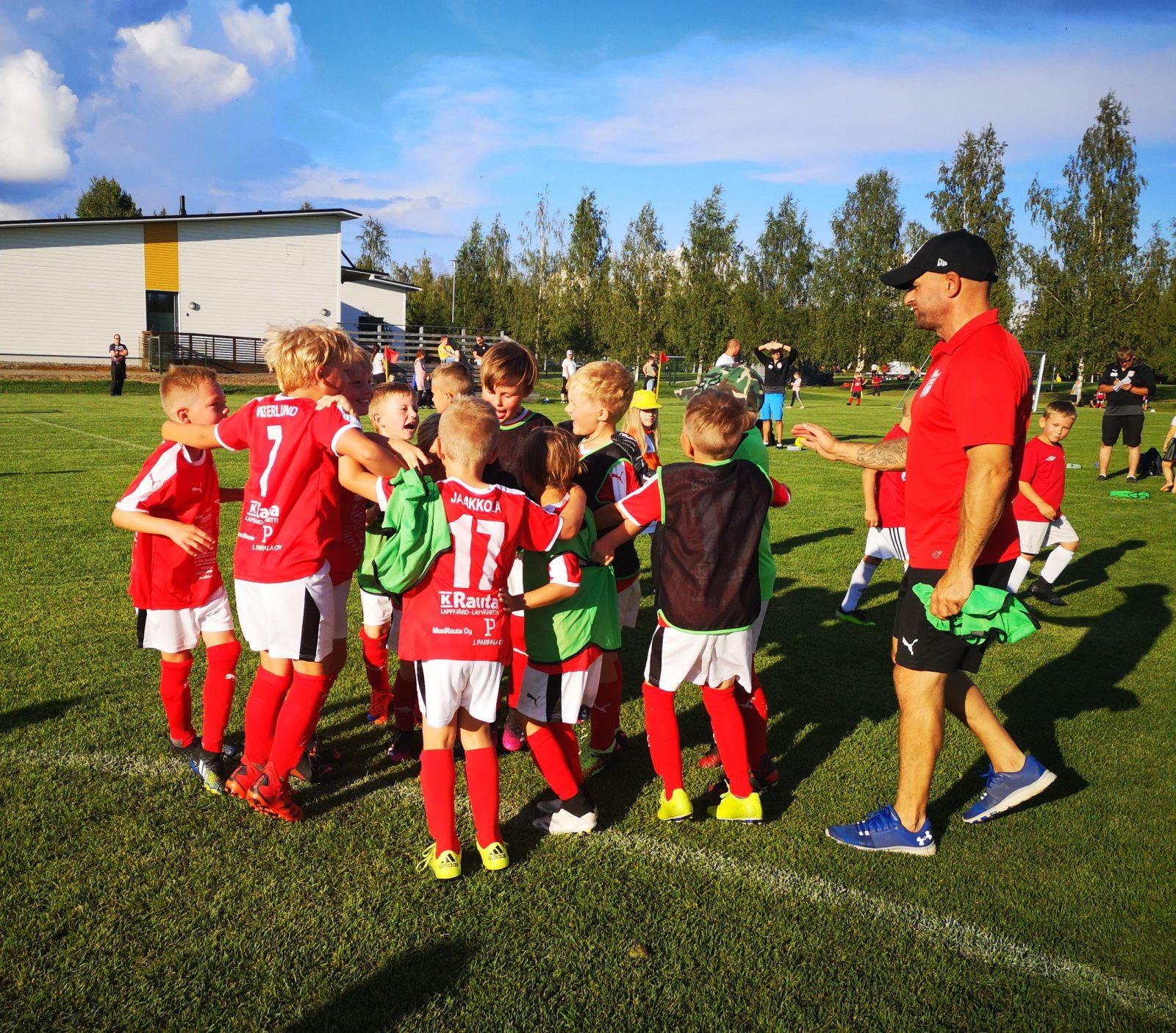 Läs mer om artikeln P8 spelar säsongens sista hemmamatcher i Lappfjärd på måndag