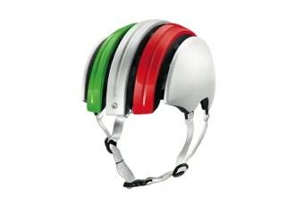 Il casco pieghevole di Carrera per i ciclisti urbani