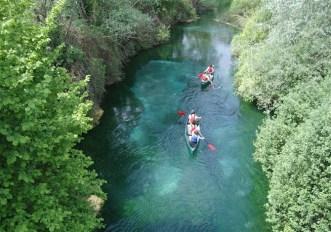 In-canoa-con-la-famiglia-sul-Tirino-il-fiume-più-bello-d'Italia-3