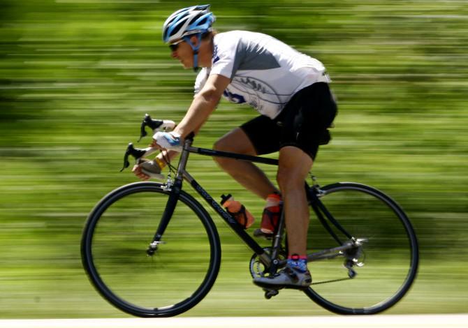 Come appoggiare i piedi sul pedale della bicicletta