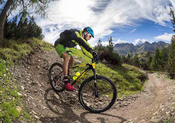 in-vacanza-in-bici-con-i-bambini-70-escursioni-in-trentino-sugli-hero-trails-arabba