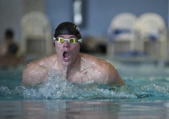 Nuoto a rana: la coordinazione gambe e braccia
