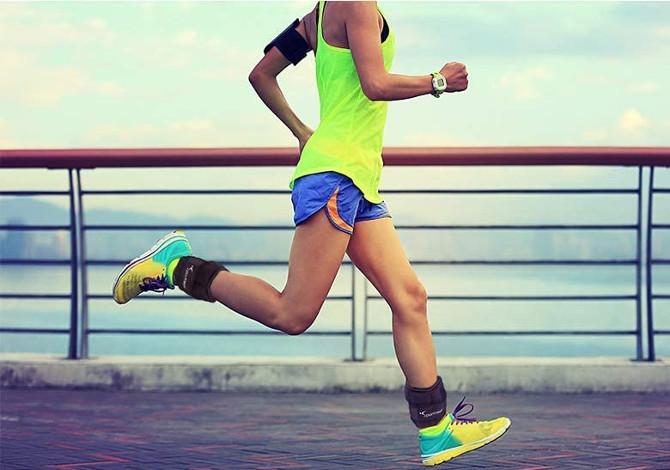 Camminare con i pesi alle caviglie rinforza i muscoli delle gambe?
