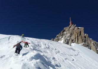 Scialpinismo in Valle d'Aosta solo con una guida alpina (altrimenti multa)