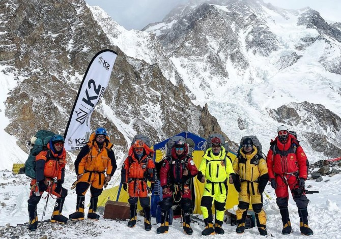 Save The Duck in vetta al K2 con Mingma Tenzi
