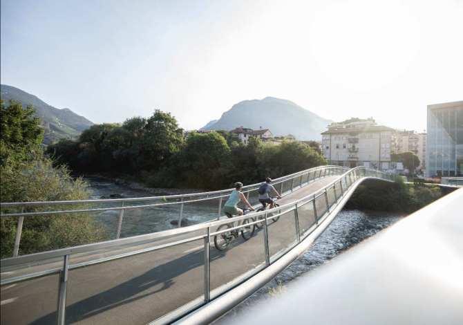A Bolzano si riparte da fiori, arte e biciclette