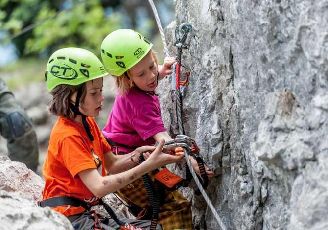 L'attrezzatura da arrampicata e ferrata per bambini e ragazzi di Climbing Technology