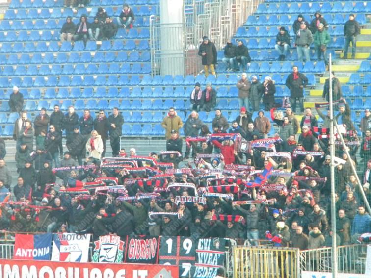 Novara-Crotone-Serie-B-2015-16-09