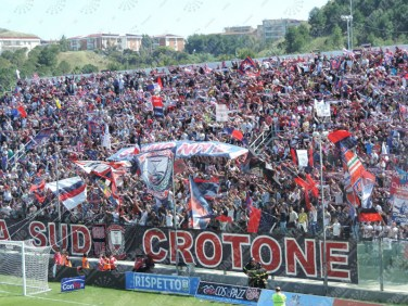 Crotone-Latina-Serie-B-2015-16-02
