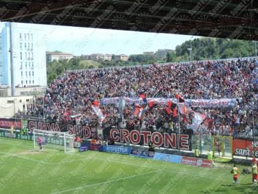 Crotone-Latina-Serie-B-2015-16-06