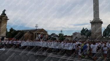 Ferencvaros-Budapest-protesta-contro-riconoscimento-biometrico-2016-17-07