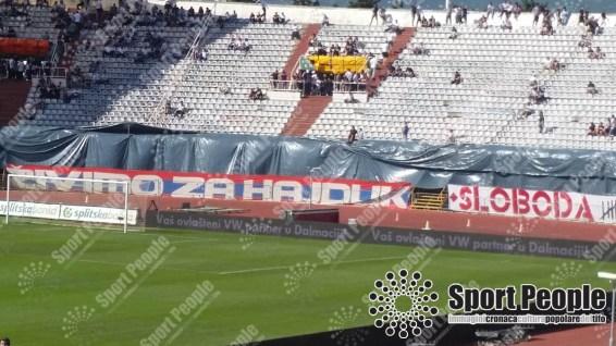 Viviamo per l'Hajduk: slogan usato anche nella coreografia