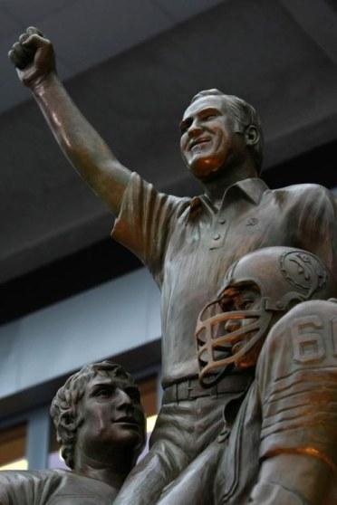 shula statue