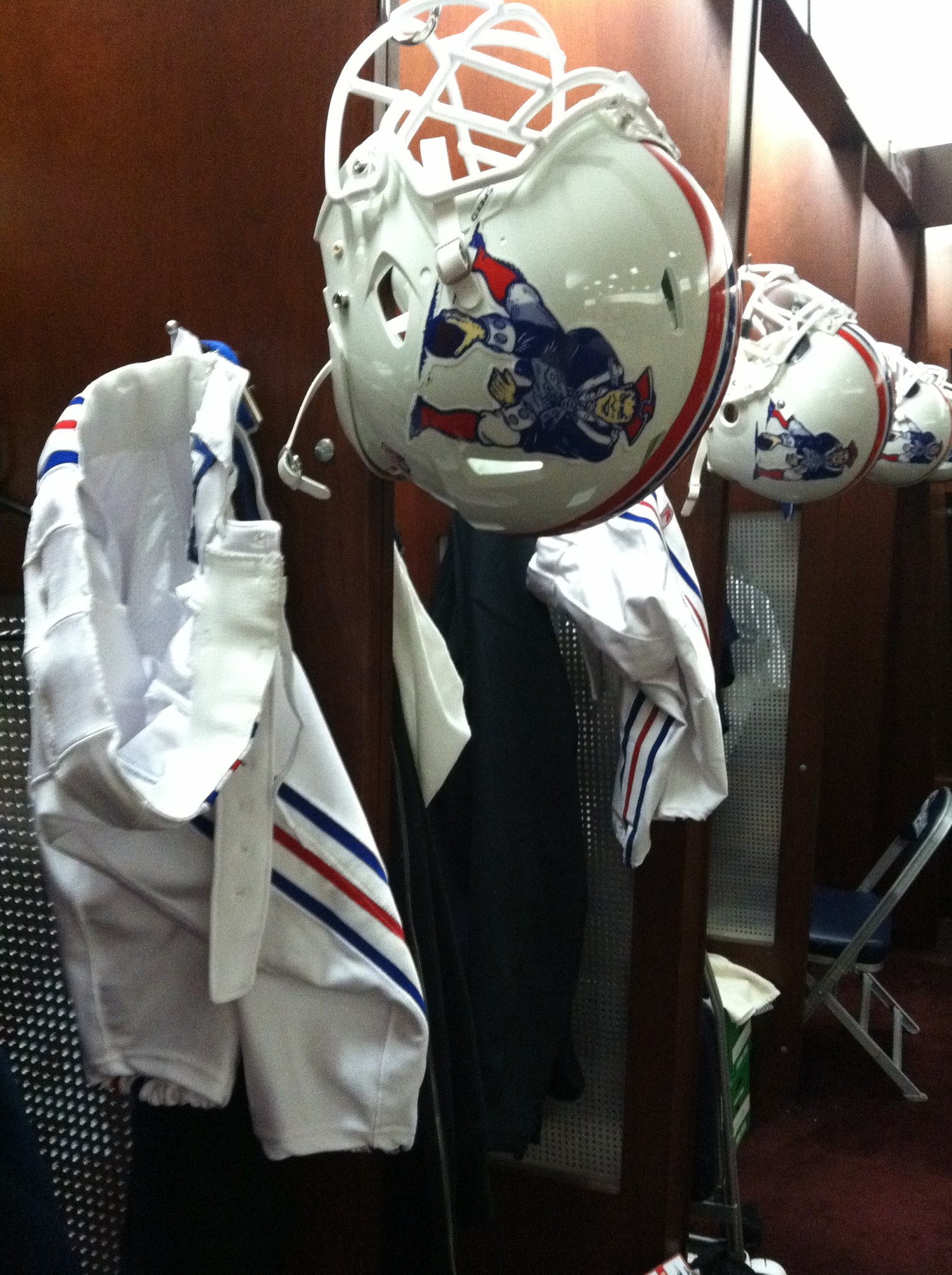 buy online eb53d d9bad Here Are The Throwback Jerseys And Helmets The Patriots Will ...