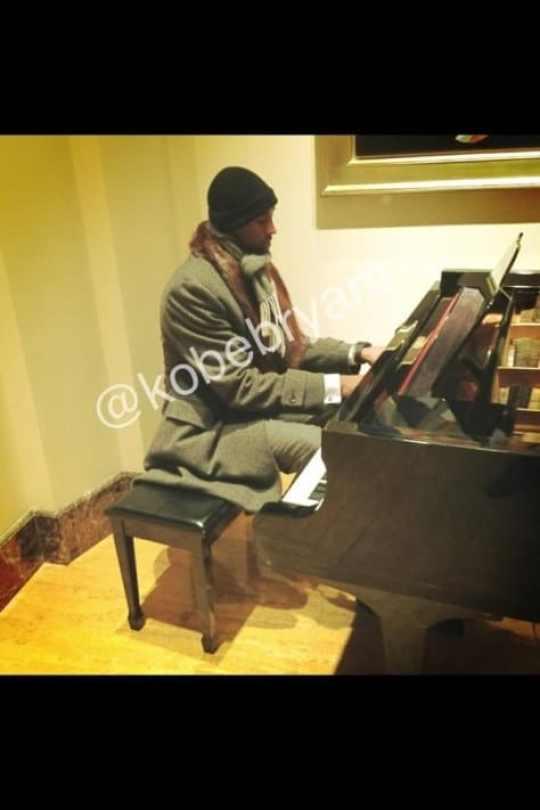 kobe-bryant-piano
