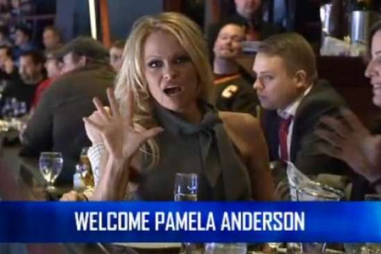 pam-anderson-canucks-game