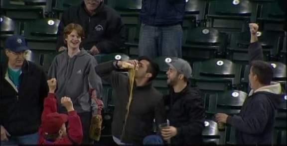 seattle-mariners-fan-beer-in-cup