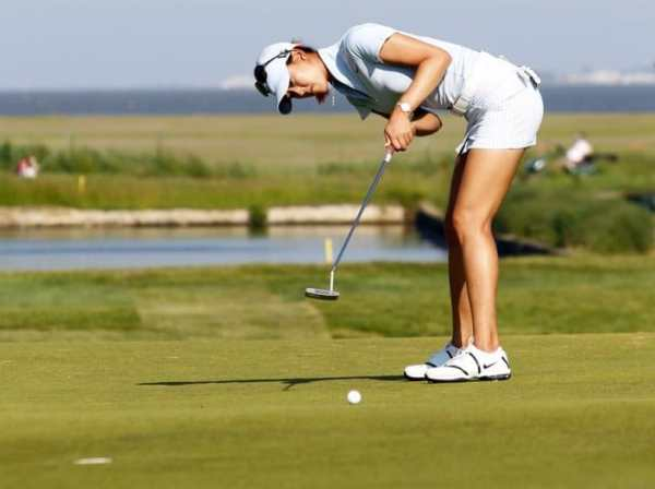 michelle-wie-putting-stance