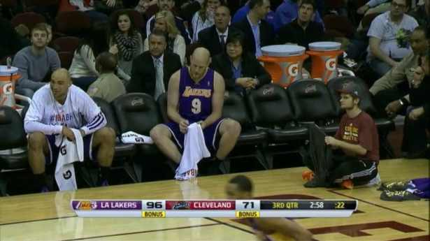 lakers-bench