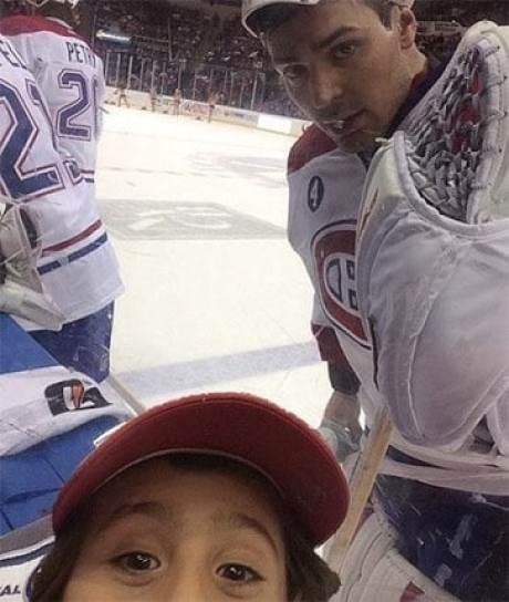 carey-price-fan-selfie