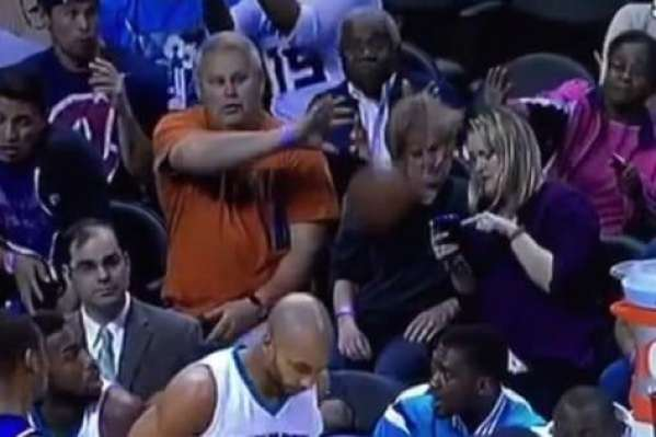 hornets-fan-drilled-by-ball